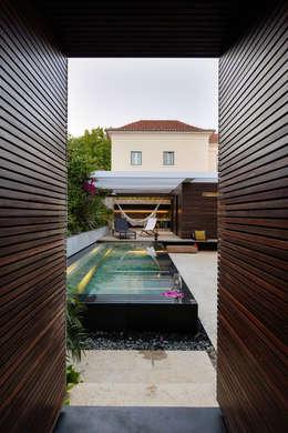 Piscinas de estilo moderno por Ricardo Moreno Arquitectos