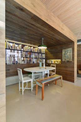 Cocinas de estilo moderno por Ricardo Moreno Arquitectos