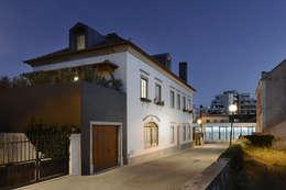 Projekty, nowoczesne Domy zaprojektowane przez Ricardo Moreno Arquitectos