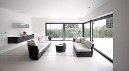 Salas de estar modernas por ID Architecture