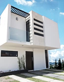 Fachada frontal: Casas de estilo moderno por CONSTRUCTORA ARQOCE