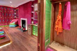 Habitaciones de estilo clásico por Rebecca James Studio