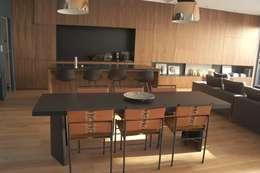 Maison - Parc bordelais: Salle à manger de style de style Moderne par AGENCE-COULEUR