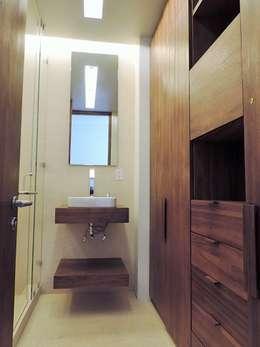 Baños de estilo moderno por Spazio Interior