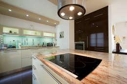 classic Kitchen by LA CUISINE DANS LE BAIN SK CONCEPT