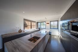 Kitchen: moderne Keuken door Medie Interieurarchitectuur