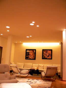 Abitazione privata - San Felice: Soggiorno in stile in stile Minimalista di Lighting and...
