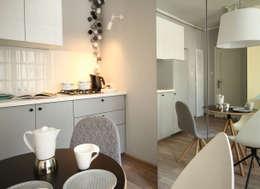 mieszkanie w stonowanej kolorystyce : styl , w kategorii Kuchnia zaprojektowany przez Archomega