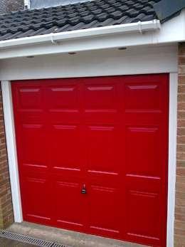 Ventanas y puertas de estilo  por CBL Garage Doors