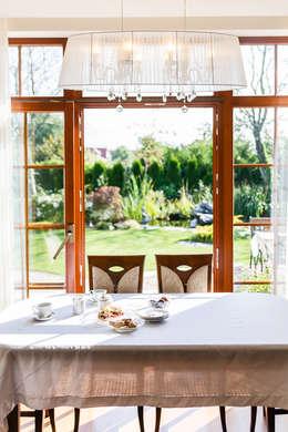 Dom w Bielicach: styl , w kategorii Jadalnia zaprojektowany przez Gzowska&Ossowska Pracownie Architektury Wnętrz