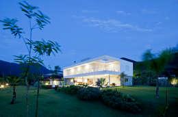 Projekty, nowoczesne Domy zaprojektowane przez Conrado Ceravolo Arquitetos