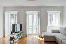 Projekty,  Salon zaprojektowane przez Vanessa Santos Silva | Arquiteta