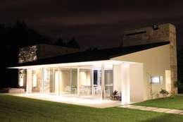 cm espacio & arquitectura srl의  주택