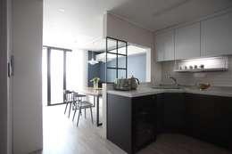 Ruang Keluarga by dall & style