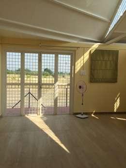 Salas / recibidores de estilo rural por Square7 Architects & Interior Designers
