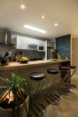Apartamento Sumaré - SP: Cozinhas rústicas por Juliana Conforto