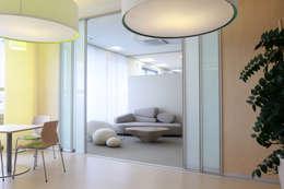 Puertas y ventanas de estilo moderno por K&R Design GmbH