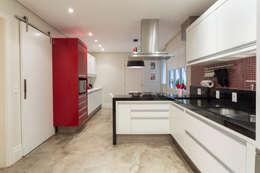 Cocinas de estilo moderno por Danielle Tassi Arquitetura e Interiores