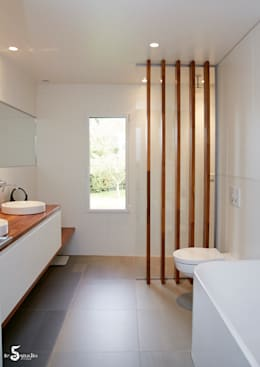 minimalistic Bathroom by Emilie Bigorne, architecte d'intérieur CFAI