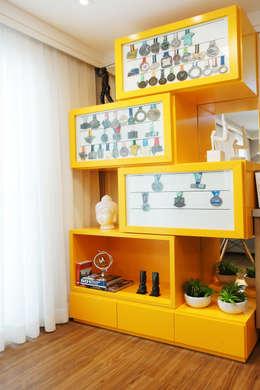 Salas de estilo moderno por Serra Vaz Arquitetura e Design de Interiores