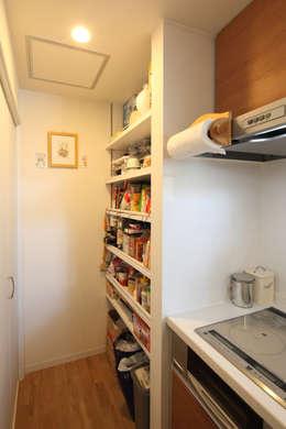 収納: atelier mが手掛けたキッチンです。