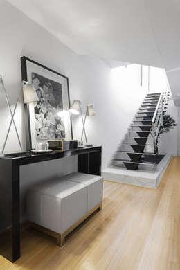 Salas de estilo moderno por CASA MARQUES INTERIORES
