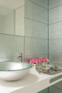 modern Bathroom by CASA MARQUES INTERIORES
