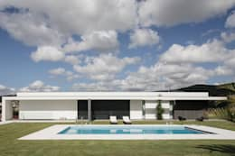 modern Houses by CASA MARQUES INTERIORES