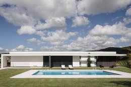 Casa em Braga: Habitações  por CASA MARQUES INTERIORES