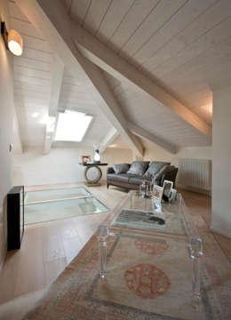 bilune studio: eklektik tarz tarz Oturma Odası