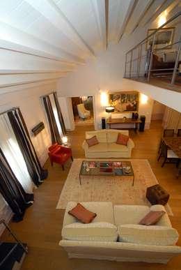 Salas de estilo moderno por bilune studio
