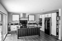廚房 by The Chase Architecture