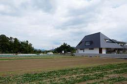 Projekty, nowoczesne Domy zaprojektowane przez arc-d