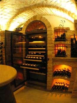 Bodegas de vino de estilo moderno por Gröll Gewölbebau GmbH&CO.KG