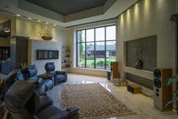 Дом с водопадом: Гостиная в . Автор – Ал