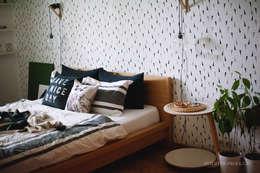 Dormitorios de estilo escandinavo por ИНТЕРЬЕР-ПРОЕКТ.РУ
