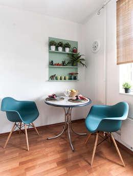 Однокомнатная квартира в Москве: Кухни в . Автор – L'Essenziale Home Designs