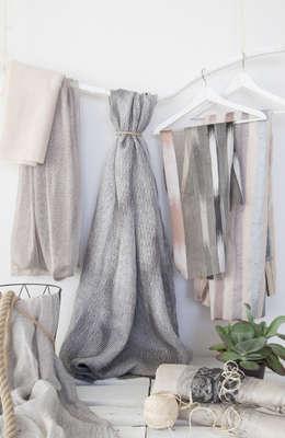 Projekty, nowoczesne Okna i drzwi zaprojektowane przez Indes Fuggerhaus Textil GmbH