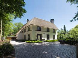Friso Woudstra Architecten BNA B.V.: modern tarz Evler