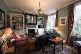 modern Living room by ATOM BUILD LTD