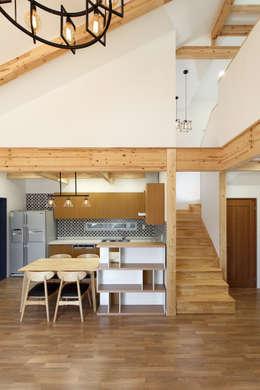 modern Dining room by woodsun