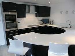 Cocinas de estilo moderno por PTC Kitchens