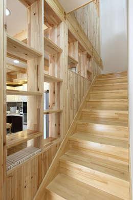 Projekty,  Korytarz, przedpokój zaprojektowane przez woodsun
