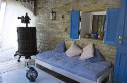 Terrazas de estilo  por Naro architettura restauro       'Dein Landhaus im Piemont'