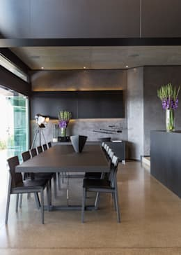 Comedores de estilo moderno por Nico Van Der Meulen Architects
