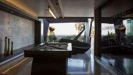 Salas multimedias de estilo  por Nico Van Der Meulen Architects