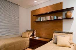 غرفة نوم تنفيذ Viviane Lima Arquitetura