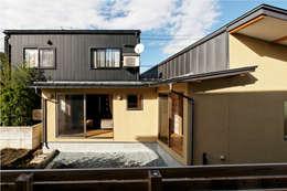 Casas de estilo moderno de 大類真光建築設計事務所