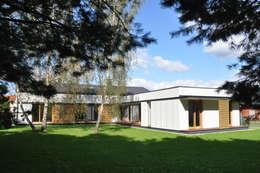 DOM JEDNORODZINNY, NADARZYN: styl nowoczesne, w kategorii Domy zaprojektowany przez OPEN architekci