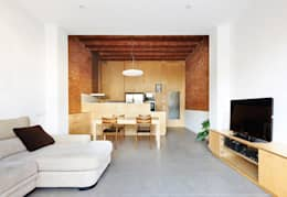 minimalistische Woonkamer door Vallribera Arquitectes